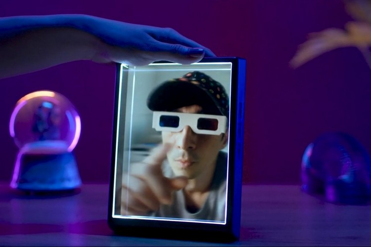 This holographic photo frame can display iPhone Portrait mode snaps in 3D